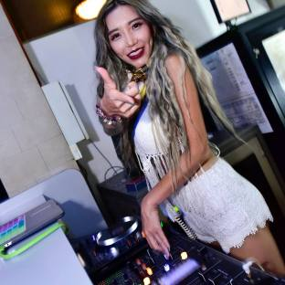 DJ Leng Yein at SkyBar Traders Hotel Kuala Lumpur (5)