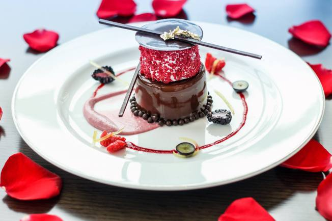 "Single origin chocolate ""Manjari"" cremeux, hazelnut biscuit, berriolette marshmallow, vanilla ice cream"