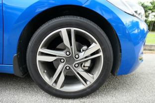 Hyundai Elantra 2.0 Malaysia (13)