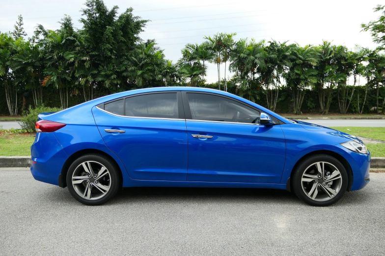 Hyundai Elantra 2.0 Malaysia (16)
