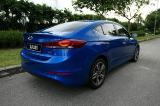 Hyundai Elantra 2.0 Malaysia (2)