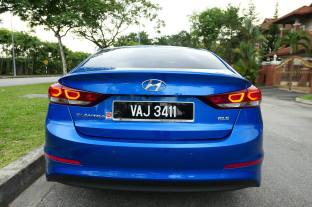 Hyundai Elantra 2.0 Malaysia (3)