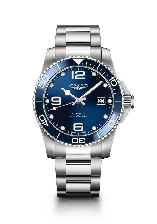 This 41 mm diameter Longines HydroConquest model with a blue sunray dial features a self-winding mechanical movement, mounted on a stainless steel bracelet.
