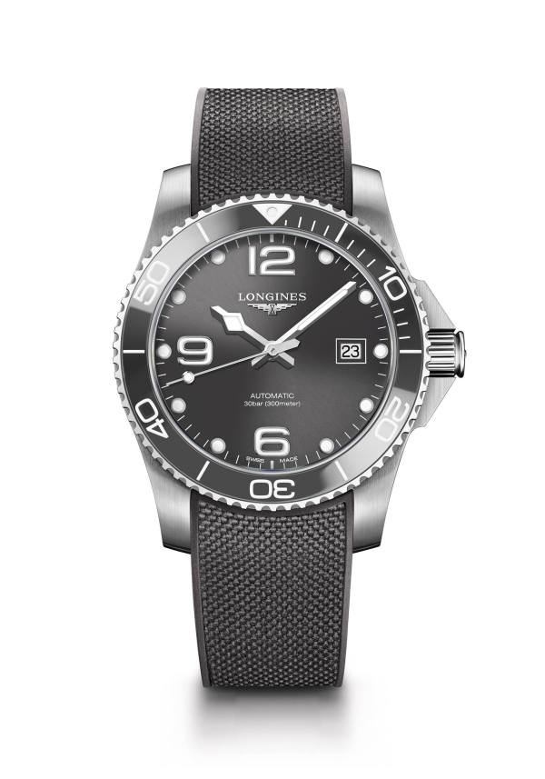 This 41 mm diameter Longines HydroConquest model with a grey sunray dial features a self-winding mechanical movement, offered with a grey rubber watch strap