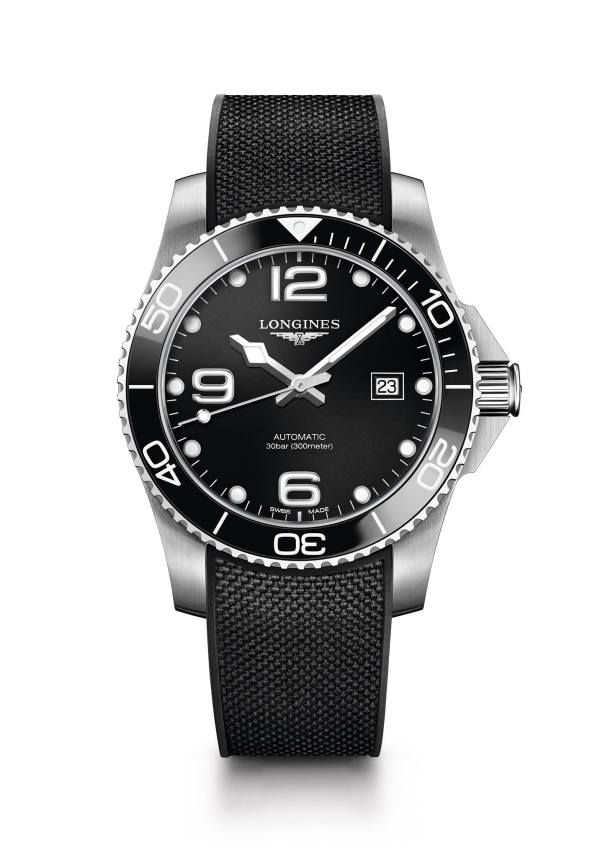 This 43 mm diameter Longines HydroConquest model with a black sunray dial features a self-winding mechanical movement, offered with a black rubber watch strap.