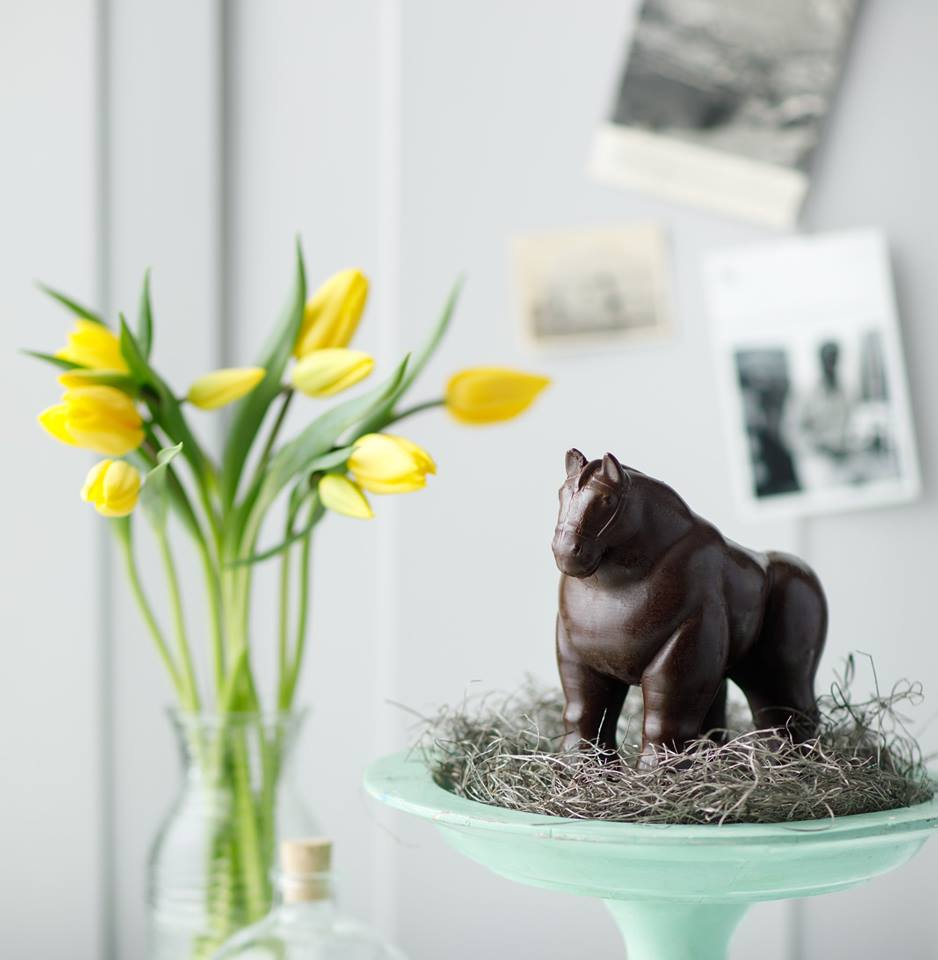 """1KG solid chocolate Botero """"Horse"""""""