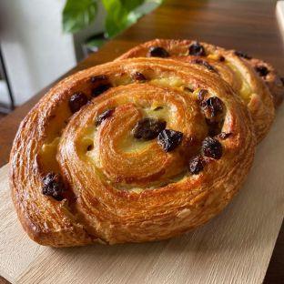 Pain aux raisin(Classic raisin bread with crème pâtissière and sultana raisins)rm10.00 p/pc min order is 3pcs