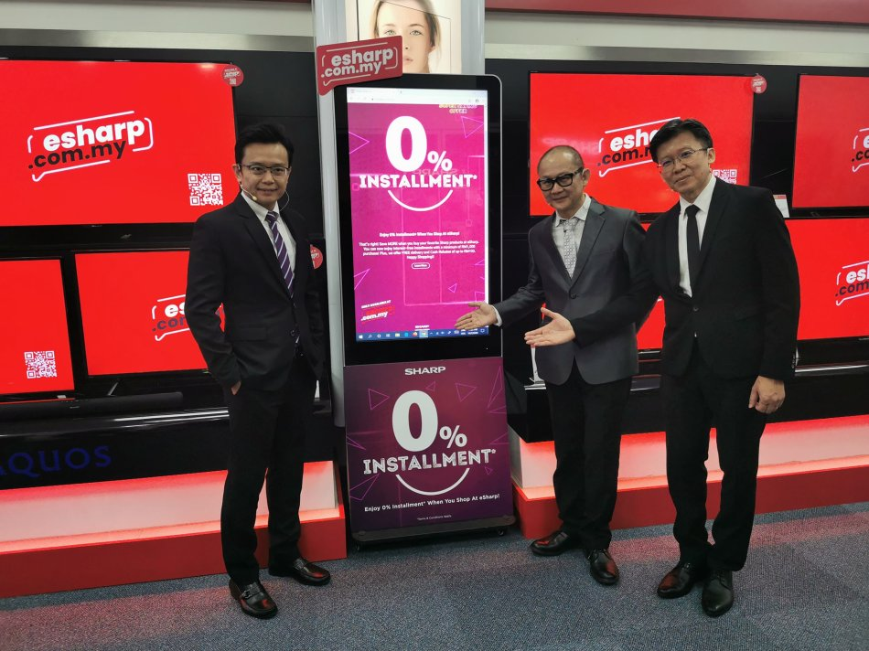 (From left) SHARP Electronics (M) Sdn Bhd Managing Director, Ting Yang Chung, and Deputy Managing Director (Sales Division), Tok Sang Man, introducing eSHARP, the new e-commerce platform, at the virtual convention